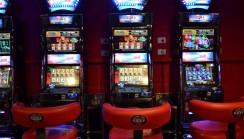 "Lucky Slot Village  –  ""sala giochi IL DOLLARO 2″"
